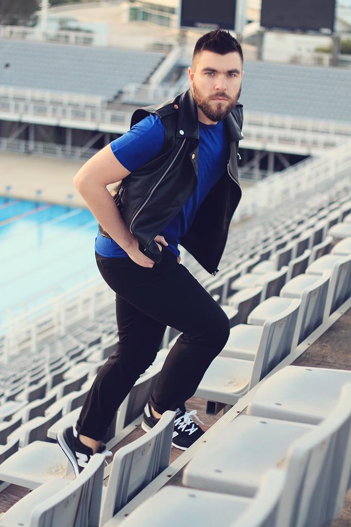 https://coolartisandotnet1.files.wordpress.com/2014/03/man-fashion-street-style-mens-fashion-blogger-lookbook-summer-2014-leather-vest-blue-t-shirt-black-pants-new-balance-asos-topman-zara4.jpg