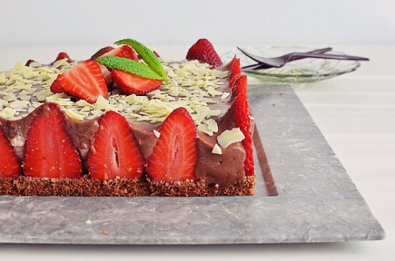 Chocolate and Strawberry Cheesecake Recipe, easy, simple, mascarpone, cookies base, butter, lime, flourless, συνταγή, τσιζκέικ, φράουλες, σοκολάτα, τυρί κρέμα, μασκαρπόνε, ζελατίνη, λάιμ, cool artisan, Γαβριήλ Νικολαΐδης