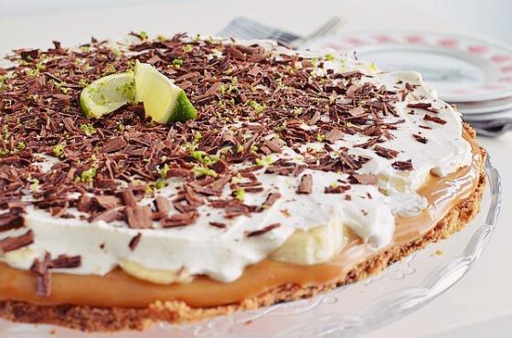 Chocolate Lime Banoffee Pie, συνταγή, μπανόφι, λάιμ, σοκολάτα, dulce de leche, καραμέλα,lime, recipe, μπανάνα, βάση μπισκότου, digestive, σαντιγί, κρρέμα γάλακτος, cool artisan, Γαβριήλ Νικολαΐδης, κουβερτούρα, βούτυρο, ζαχαρούχο γάλα