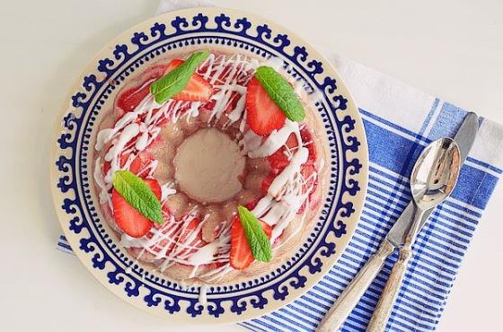 χαλβας σιμιγδαλενιος νηστισιμος θερμιδες, συνταγή, φράουλες, παραδοσιακή, λευκή, σοκολάτα, cool artisan, γαβριήλ Νικολαΐδης, recipe semolina, coarse, olive oil, dessert, sugar, strawberries, mint, food styling, food blogger